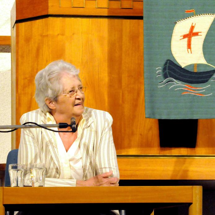 Dien de Haan (1934 - 2019) streed voor de positie van vrouwen binnen de Christelijk Gereformeerde Kerk. Via een 'trucje' ging ze in Zwolle al sinds de jaren 90 voor in kerkdiensten. Zondag 3 november overleed ze op 85-jarige leeftijd.