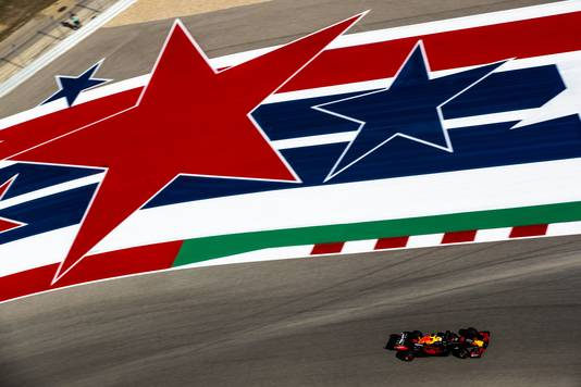 Verstappen tussen de 'Stars and Stripes'.