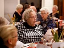 Schiedamse raadsleden zetten eenzame ouderen in zonnetje