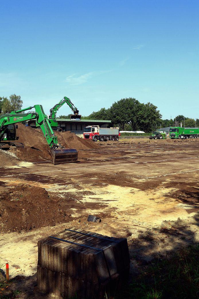 Aanleg kunstgrasveld bij BSC, eerder dit jaar.