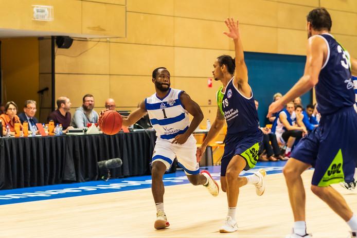 Jordan Johnson was in Leiden goed voor 22 punten, en toch was Landstede Hammers kansloos in de eerste topwedstrijd van de competitie.
