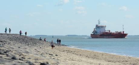 Schepen vlak langs de kust: prachtig én gevaarlijk. Waar kiezen we voor?