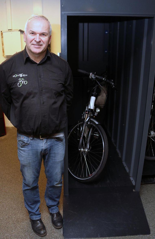 Piet Dijkmans toont zijn Gridbox@home.