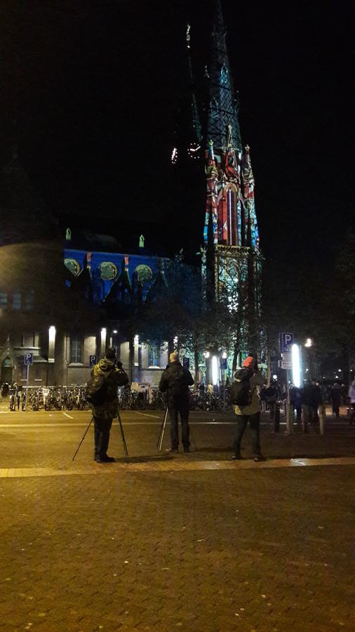 Fotoclub Le Quatre Faces bij de Catharinakerk tijdens GLOW.
