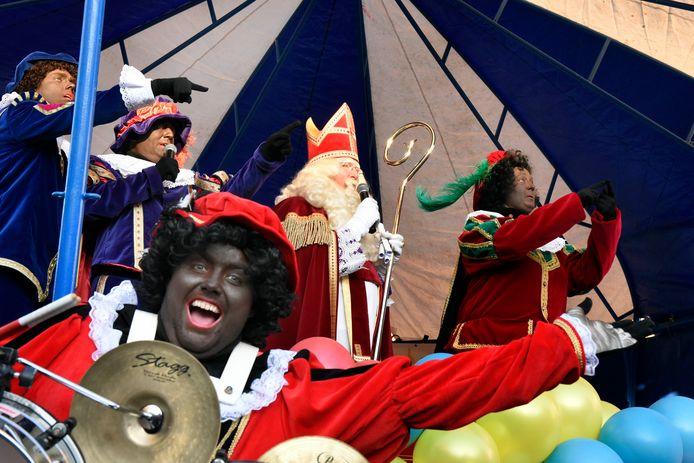 De Sint-intocht vorig jaar in Woerden, met  volgens de organisatie 'bruine pieten'.
