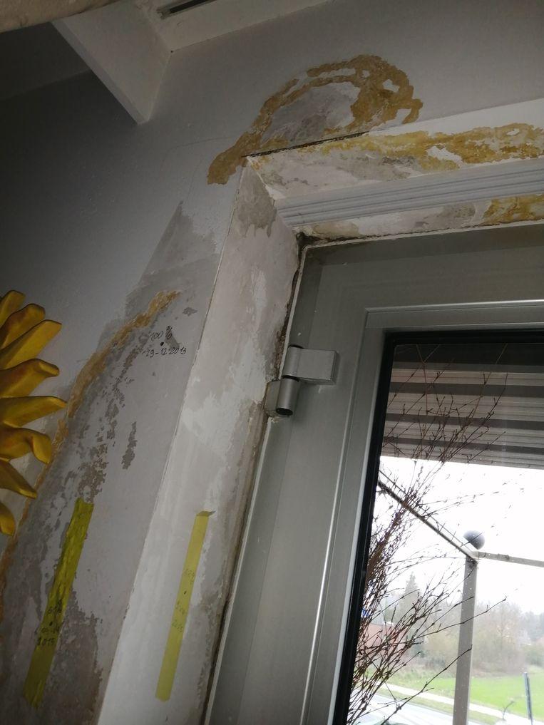 Er zijn serieuze vochtproblemen in de sociale appartementen in Kessel.