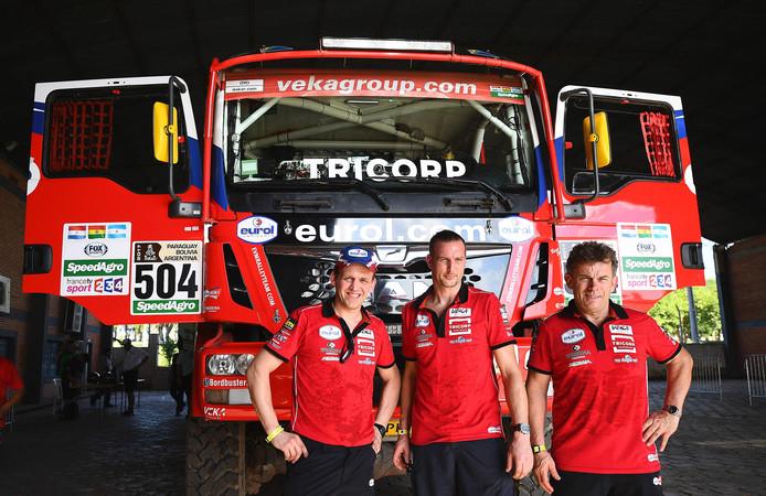 Chauffeur Hans Stacey (r), monteur Jan Van Der Vaet en navigator Hugo Kuppen (l).