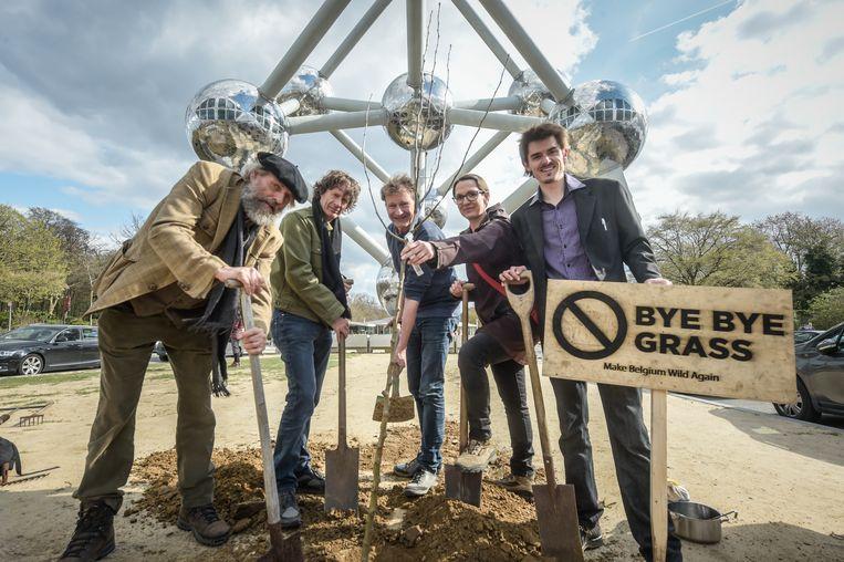 Louis De Jaegere  samen met bioloog en wetenschapsjournalist Dirk Draulans, Mies Marie Meuleders, low-impactman Steven Vromman en groenexpert Bart Backaert.