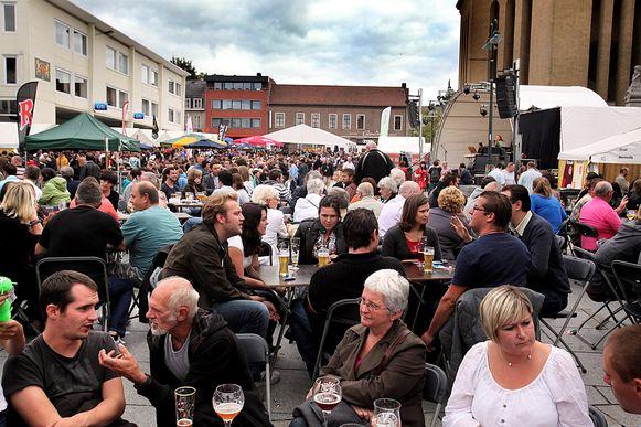 Het is vaak erg druk op het streekbierenfestival, als het weer een beetje mee wil.