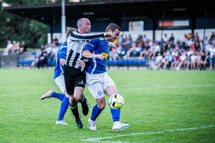 Ondanks geruchten speelt RKHVV uit Huissen 'gewoon' in de eerste klasse E van het zondagvoetbal.