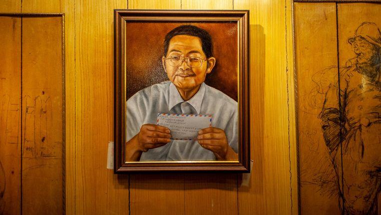 Het portret van Mr. Kaor, gemaakt door Rinus van Hall, aan de wand van Hotel Spaander in Volendam. Beeld Lin Woldendorp