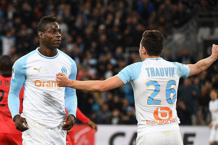 Marseille's Italian forward Mario Balotelli (L) celebrates with Marseille's French forward Florian Thauvin after scoring the opening goal  during the French L1 football match between Marseille (OM) and Nice (OGCN) on March 10, 2019, at the Velodrome Stadium in Marseille, southeastern France. (Photo by Boris HORVAT / AFP)