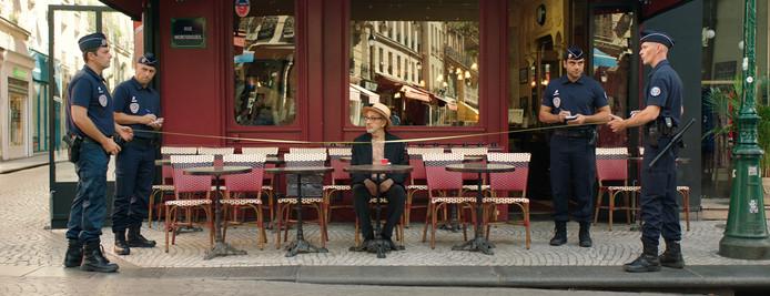 """""""A Paris, où qu'on aille, on voit des policiers"""", dit le réalisateur qui y vit."""