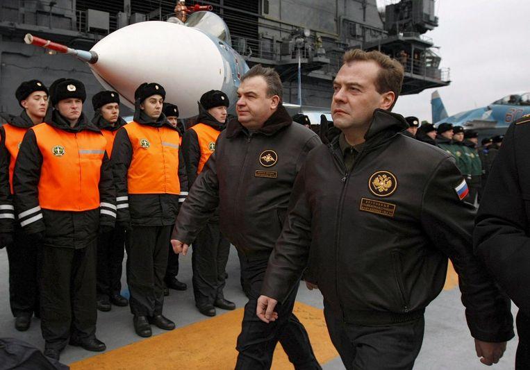 Dimitri Medvedev, toen president van Rusland, in 2008 op bezoek bij de Admiraal Kuznetsov. Rusland overweegt een tweede vliegdekschip te bouwen. Beeld EPA