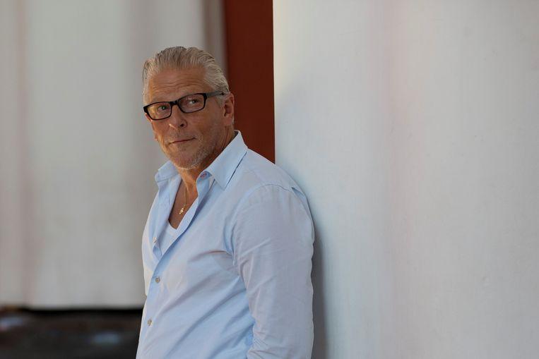 Een optreden van de Belgische kunstenaar Jan Fabre, die wordt beschuldigd van #MeToo-praktijken, is uit de programmering van de Stadsschouwburg in Amsterdam gehaald.