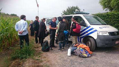 Vier vluchtelingen gevat in maïsveld