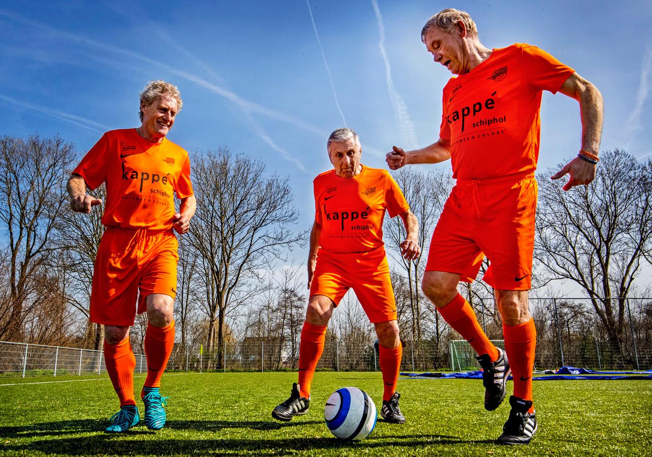 In Nederland zijn de oud-internationals Kees Kist, Sjaak Swart en Dick Schoenaker de promoters van het Walking Football.