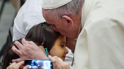 Paus neemt het op voor de vluchtelingen