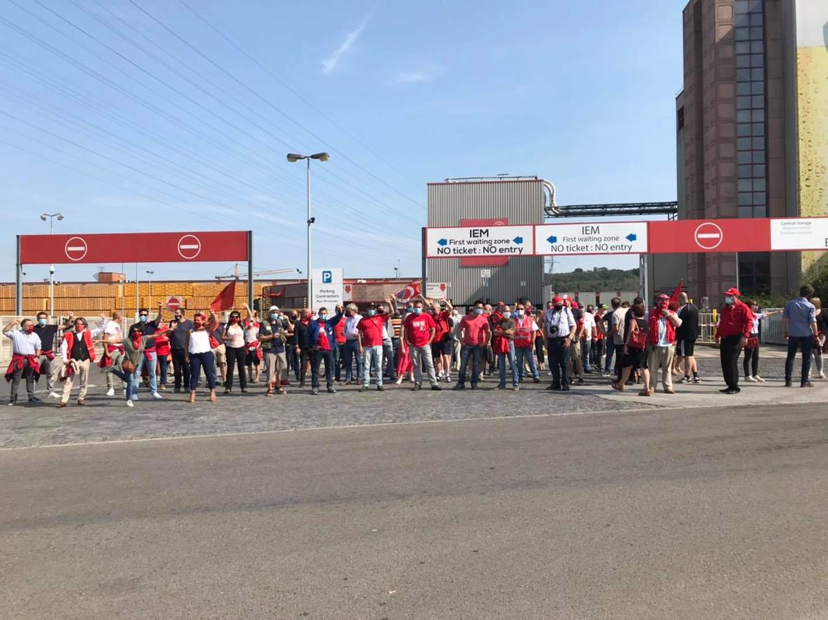 Rassemblement de soutien aux travailleurs d'AB InBev, à Jupille.