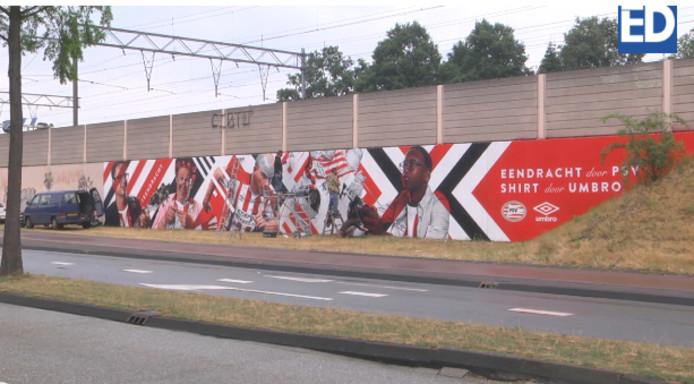 De PSV-muurschildering bij het Philips Stadion in Eindhoven.