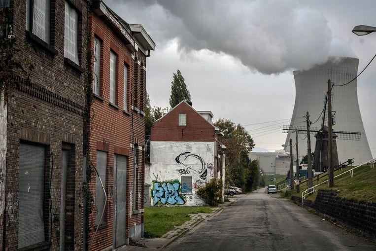 In het aangrenzende dorp van de Belgische kerncentrale in Doel is geen inwoner meer over. Beeld Photo News