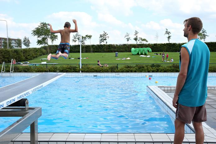Zwembad De Windas.Zwembaden Laten Allochtone Tieners Voorzwemmen Binnenland