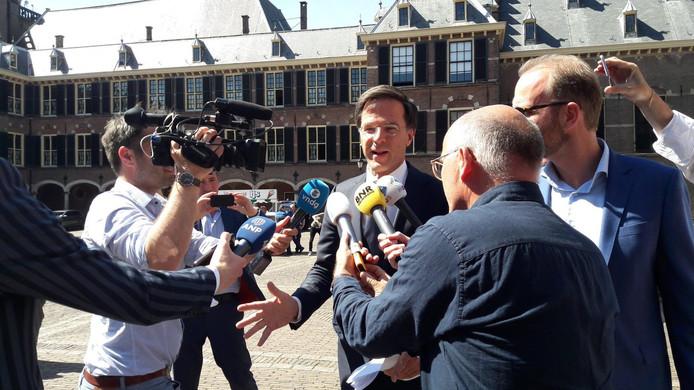 VVD-leider Mark Rutte komt aan bij de Stadhouderskamer op het Binnenhof.