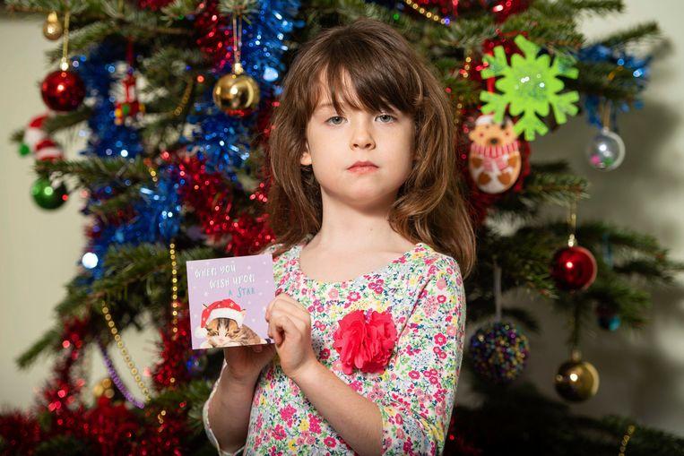 In het kerstkaartje dat Florence Widdicombe (6) wilde schrijven, stond al een boodschap genoteerd.