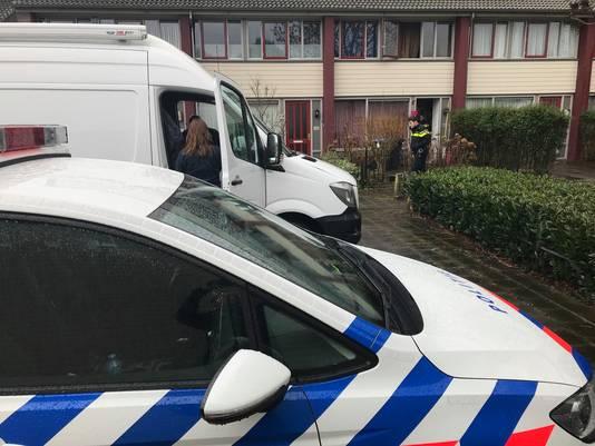 Politie bij het huis in Den Bosch waar de overval is gepleegd.