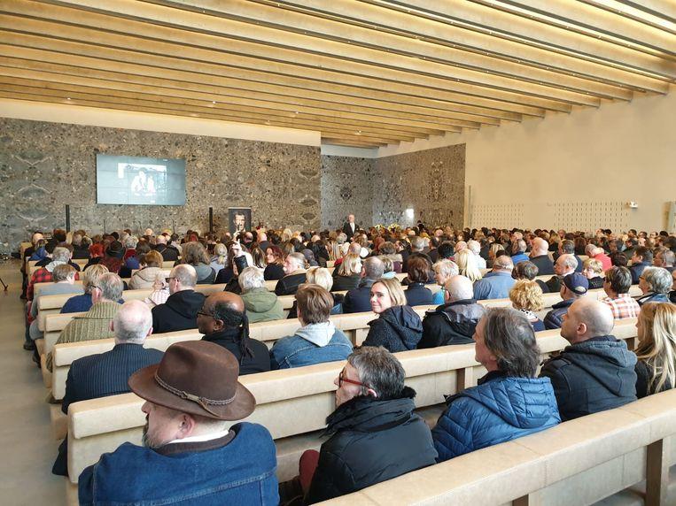 De aula van het crematorium in Aalst bleek al snel te klein om iedereen een plaatsje te geven.