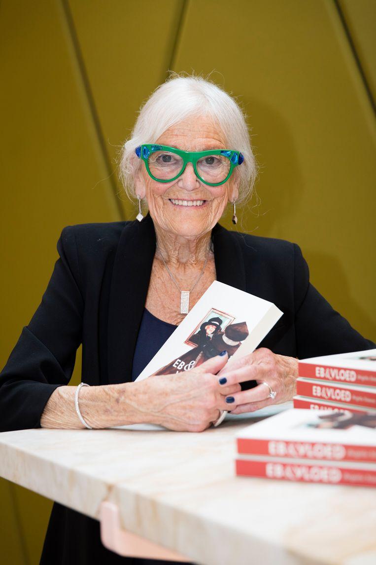 Op je negentigste uitpakken met een schrijversdebuut. Voor de Gentse Brigitta Simoens werd de droom werkelijkheid.