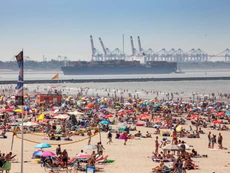 LIVE | Wegen richting de stranden lopen vol: file in richting van de Brouwersdam