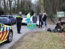 Auto en brommer botsen op Amsterdamsestraatweg in Baarn