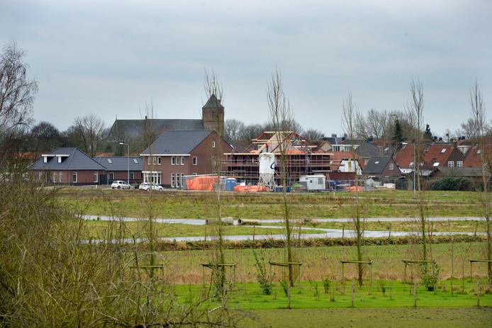 Het nieuwbouwproject Hoogendijck in 2017 gezien vanaf de dijk bij Beusichem