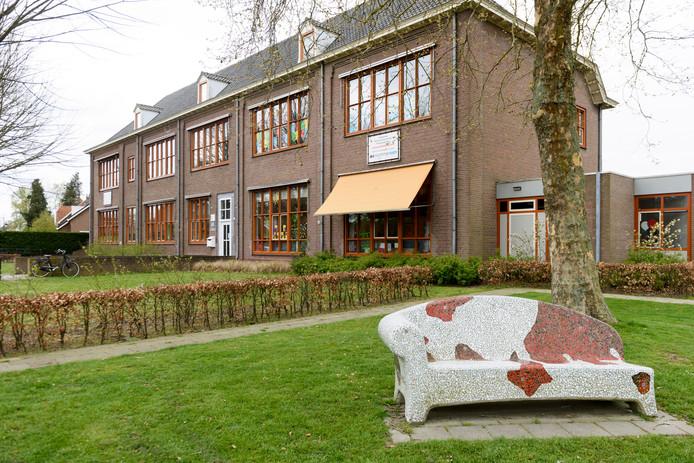 VELDHOVEN - Basisschool St. Jan Baptist.