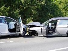 Gewonde bij botsing tussen twee auto's en vrachtwagen op A27 bij Bavel