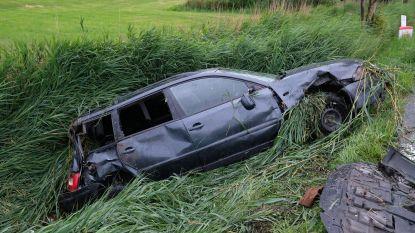 Drie inzittenden naar ziekenhuis gebracht na zware crash op 's Heerwillems