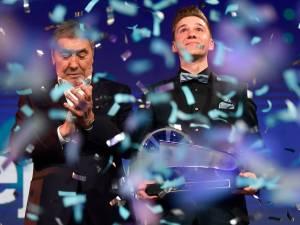 Le Vélo de Cristal pour Evenepoel, plus jeune vainqueur de l'histoire
