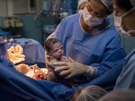 L'expression de ce bébé à sa naissance fait le bonheur de la toile