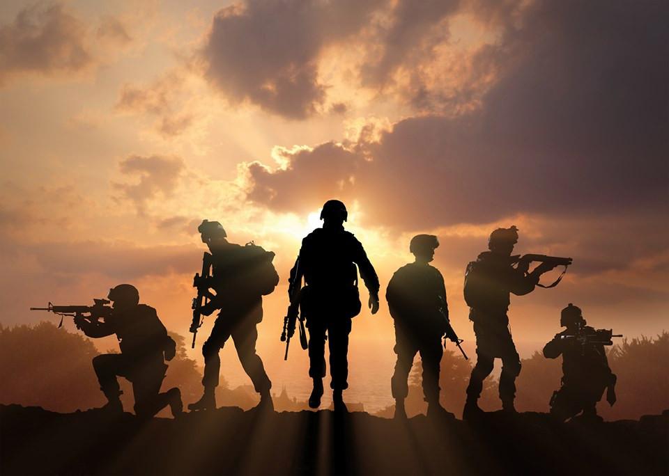Militairen oefenen in Vijfheerenlanden.