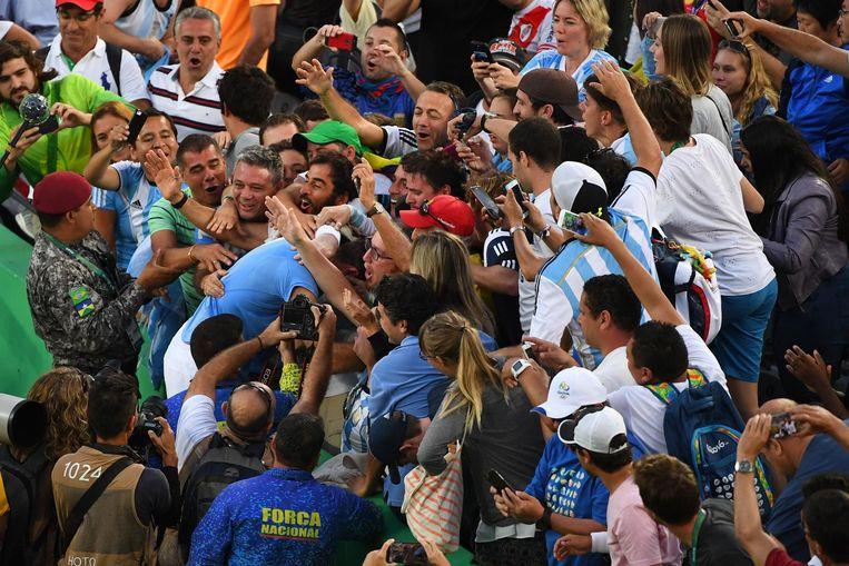 Del Potro met Argentijnse fans na zijn overwinning tegen Nadal. Beeld photo_news