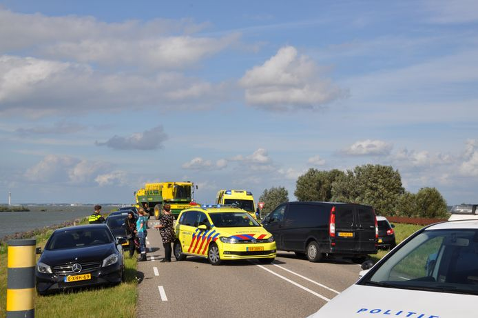 Bij een ongeval op de Oostvaardersdijk in Lelystad is een gewonde gevallen. Voor het slachtoffer werd de traumahelikopter ingezet. Een auto raakte zwaar beschadigd.