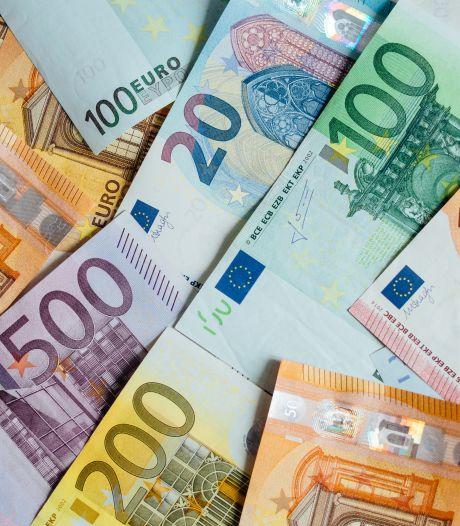 Afperser met gokschulden dreigt, schiet op auto en eist twee ton van de familie uit Lelystad