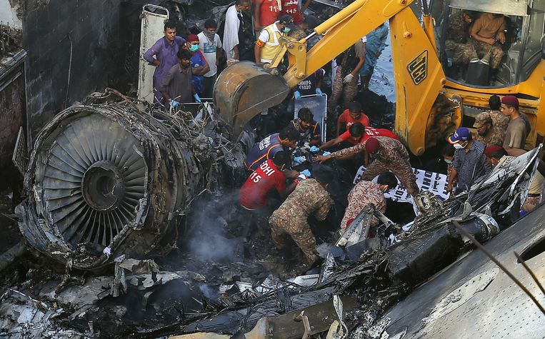 Het vliegtuig, een Airbus A320 van Pakistan International Airlines, stortte vorige maand neer in een Pakistaanse woonwijk.