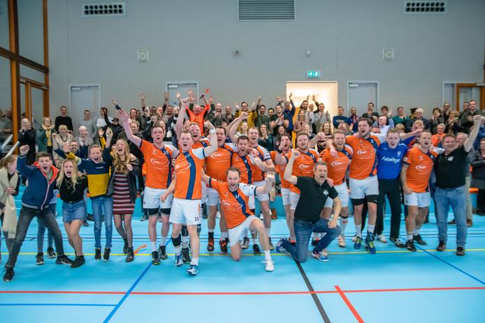 De handballers van Apollo zorgden voor een enorme stunt door eredivisionist Hellas uit het bekertoernooi te knikkeren.