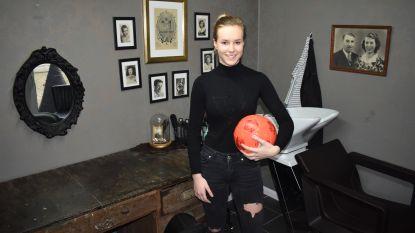 """Bridget (18) staat overdag in haar eigen kapsalon en speelt 's avonds topvoetbal: """"Tessa Wullaert is mijn grote voorbeeld"""""""
