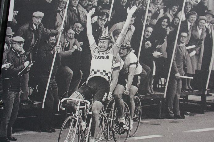 De overwinningsfoto van Pollentier in 1980 staat op het startbord van de vernieuwde Pollentierroute
