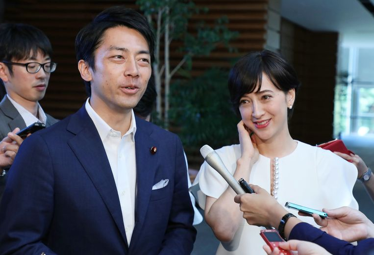 Minister Shinjiro Koizumi en zijn vrouw Christel Takigawa. Beeld AFP