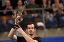 Andy Murray met de trofee.