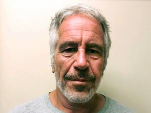Les deux gardiens de prison qui travaillaient la nuit du suicide d'Epstein arrêtés